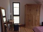 Schlafzimmer mit Eicheschrank