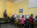 Klasse 1b beim Informatikunterricht