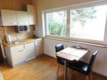 Wohnküche und kleiner Essbereich