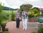 Als Gäste: Helga Papenberg und Irmgard Koch