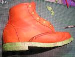 Gründliche Reingung und Entfettung von Schuhpfllegemitteln