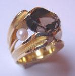 Bague or avec quartz fumé et deux perles