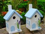 "Houten Nestkastje , ""Nestkastjes in Grieks stijl, Details, Vogelhuisje bouwen ,  twee vogelhuisjes in Grieks e stijl, lichtblauw"