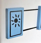 """Houten Nestkastje , """"Nestkastjes in Grieks stijl, Details, Vogelhuisje bouwen ,  vogelhuisje in Grieks e stijl, lichtblauw, ramen met zonnetje"""