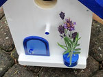 """Houten Nestkastje , """"Nestkastje in Grieks blauw, Details, Vogelhuisje bouwen , vogelhuisje in Grieks blauw, Huisjes details-deur met pot_1"""