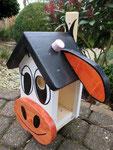 """Houten Nestkastje , """"De Koe, wit-bruin"""", Details, Vogelhuisje bouwen, vogelhuisje koe zijaanzicht deuropening"""