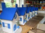"""Houten Nestkastje , """"Nestkastjes in Grieks blauw, Details, Vogelhuisjes bouwen ,  veel vogelhuisjes in Grieks blauw in de maak"""