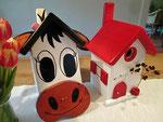 """Houten Nestkastje , """"De Koe, wit-bruin"""", Details, Vogelhuisje bouwen, voorkant, eindresultaat, Vogelhuisje koe naast gewoon nestkastje"""