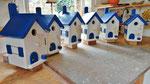 """Houten Nestkastje , """"Nestkastjes in Grieks blauw, Details, Vogelhuisjes bouwen ,  veel vogelhuisjes in Grieks blauw, eindresultaat_1"""