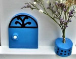 "Houten Nestkastje , ""Nestkastjes in Grieks stijl, Details, Vogelhuisje bouwen ,  deur model 2 vogelhuisje in Grieks e stijl, lichtblauw"
