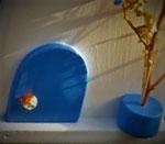 """Houten Nestkastje , """"Nestkastje in Grieks blauw, Details, Vogelhuisje bouwen , vogelhuisje in Grieks blauw, Huisjes details-deur met pot_4"""
