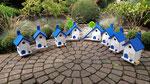 """Houten Nestkastje , """"Nestkastjes in Grieks blauw, Details, Vogelhuisjes bouwen ,  veel vogelhuisjes in Grieks blauw, eindresultaat"""