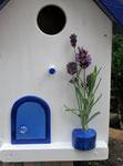 """Houten Nestkastje , """"Nestkastje in Grieks blauw, Details, Vogelhuisje bouwen , vogelhuisje in Grieks blauw, Huisjes details-deur met pot"""