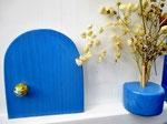 """Houten Nestkastje , """"Nestkastje in Grieks blauw, Details, Vogelhuisje bouwen , vogelhuisje in Grieks blauw, Huisjes details-deur met pot_2"""