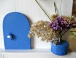 """Houten Nestkastje , """"Nestkastje in Grieks blauw, Details, Vogelhuisje bouwen , vogelhuisje in Grieks blauw, Huisjes details-deur met pot_3"""
