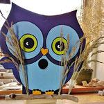 """Houten Nestkastje , """"Nestkastjes in vorm van een Uil, Details, Vogelhuisje bouwen ,  vogelhuisje Uil in de maak, voorkant op stok"""