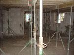 Stützen unterhalb einer Decke , die Betoniert wird.