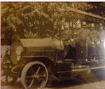 1929, zum Stiftungsfest erhält die Güstrower Feuerwehr einen automobilen Mannschafts- und Gerätewagen.