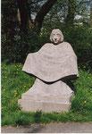 Mutter Erde auf dem Gertrudenfriedhof im Frühjahr