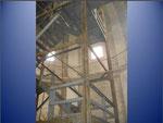 Nach der Entsorgung des Kessels wird die Treppe innerhalb des Turmes zurückgebaut.