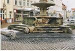 In der Silvesternacht 2003 beschädigten Jugendliche das Denkmal; Schaden 40000 €