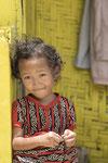 Meisje die in de kampung leeft
