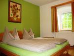 Schlafzimmer mit Doppelbett (2 Personen)