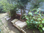 こんな風に自宅の庭に作ってみる。ブロックやレンガで囲いをつけて川砂を入れる。