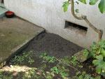 囲いがなくても、土や砂を盛るだけでもトイレになります。