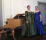 """Die Kleider """"vor Ort"""" im Musiksalon des Mendelssohnhauses in Leipzig"""