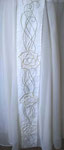 """reizvoller Kontrast: relativ grobgewebtes Leinen für das Oberteil, der Jupe aus Chiffon mit handgestickter """"Jugendstil""""-Dekorleiste"""