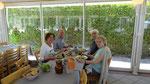 A table au bord du Lac Léman, avec Lucette et Jean-Pierre