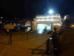 Die Porto Santo Fähre wird auf Madeira entladen