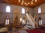 Das Innere einer Moschee in Mostar, Bosnien Herzogovina, man beachte den gemalten Fries mit Weintrauben!