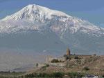 Kloster Chor Virap an der armenisch-türkischen Grenze vor dem Berg Ararat