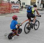 Radfahrerduo auf dem Podoipass, Südtirol