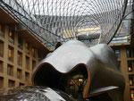 Im Innern einer Bank am Pariser Platz, Berlin, gebaut von Frank O. Gehry