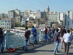 Angler auf der Galata Brücke, Istanbul, Türkei
