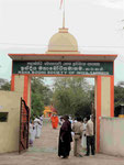 Eingang zur indischen Mission in Sarnath  bei Varanasi, Indien