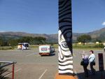 Zebrabemalung an einer Tankstellenrast in Südafrika