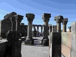 Ruinen der Rundkirche von Swartnoz vor dem Berg Ararat in Armenien