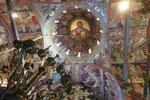Im Kirchenschiff eines griechisch-orthodoxen Meteora-Klosters