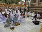 Andächtige am Mahabodhitempel von Bodhgaya