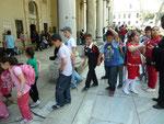 Schulkinder vor der Schatzkammer des Topkapi Palastes, Türkei