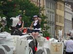 Kutschfahrerinnen am Marktplatz in Krakau. Polen