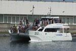 Walbeobachtungsschiff im Hafen von Ponta Delgada, Azoren