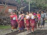 Junge Frauen in einem Minderheitendorf, Bali, Indonesien