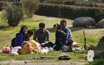 Familie beim Picknick in Persepolis, I.R. Iran