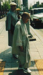 Zwei ältere Mönche in Seoul, Südkorea