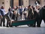 Vorbereitung auf eine islamische Totenfeier in der Freitagsmoschee in Yazd, I.R. Iran